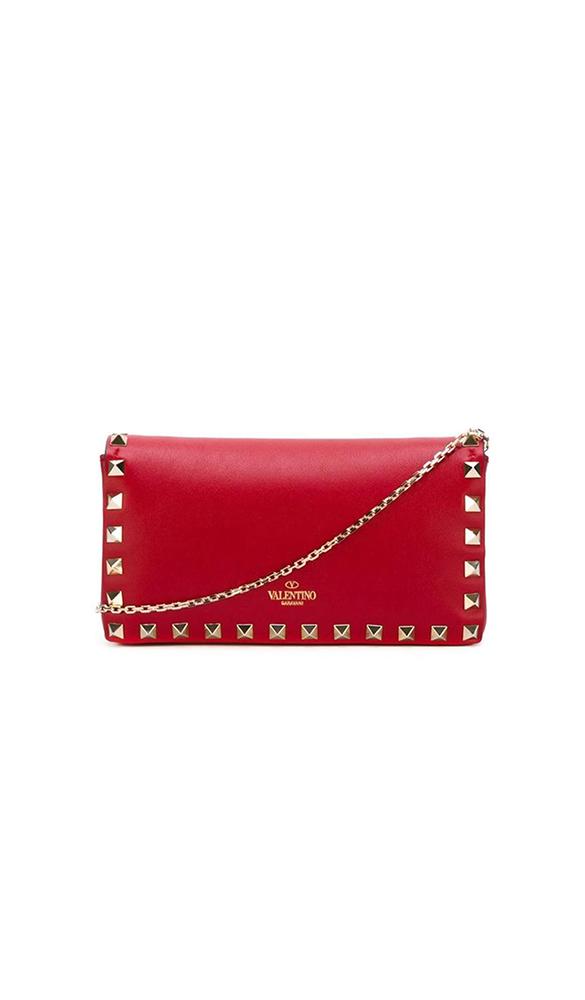 Location pochette Valentino Rockstud Rouge - Une Robe Un Soir